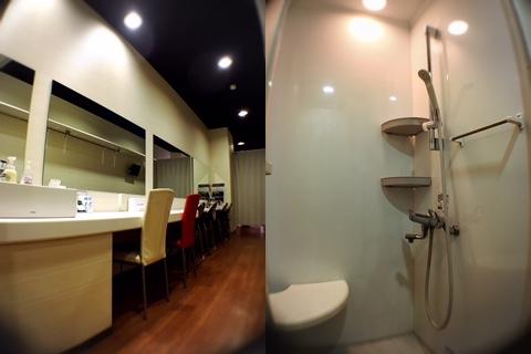 出演者控室とシャワー室&トイレ